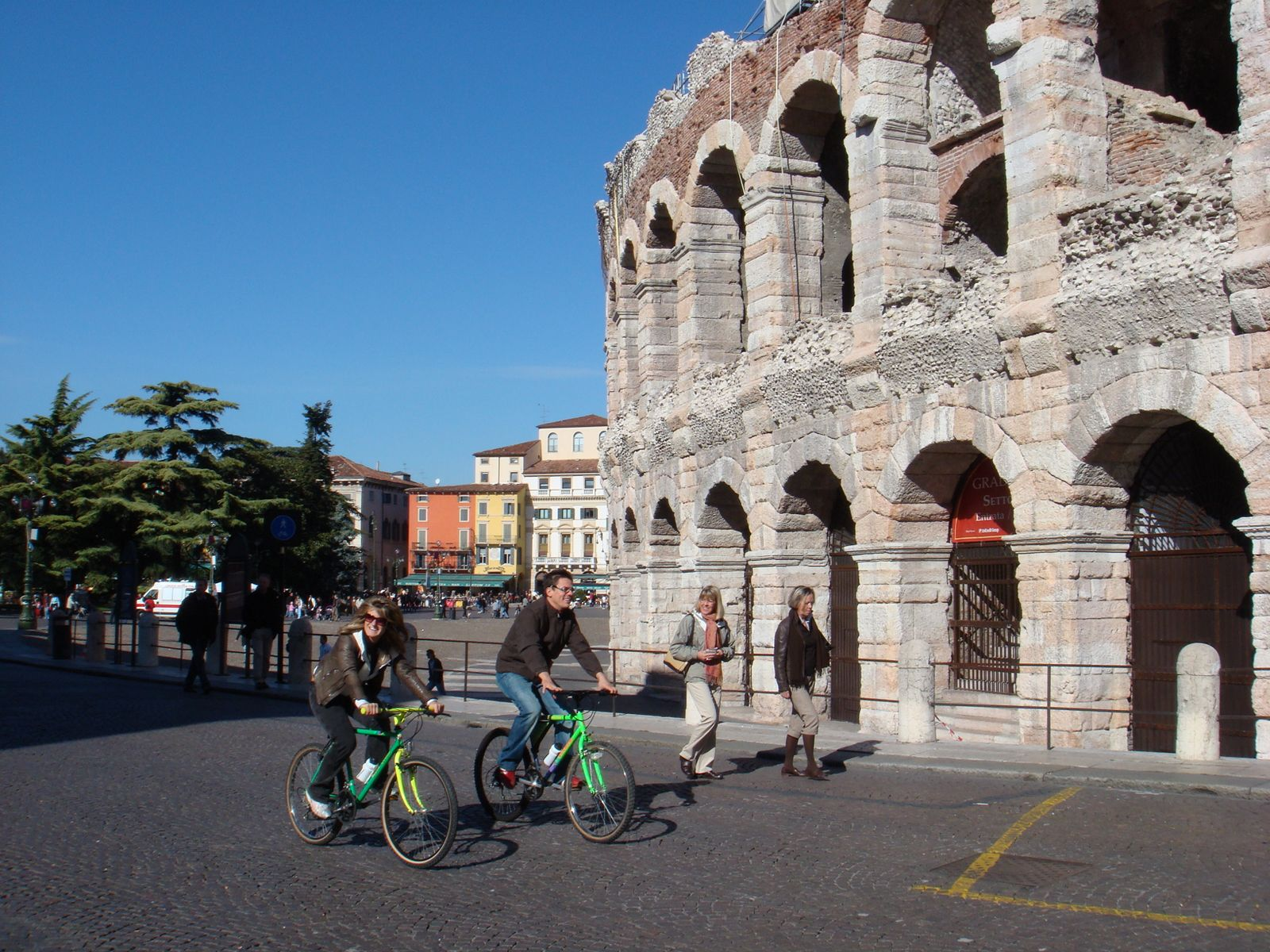Cyclomundo bikers in front of an arena