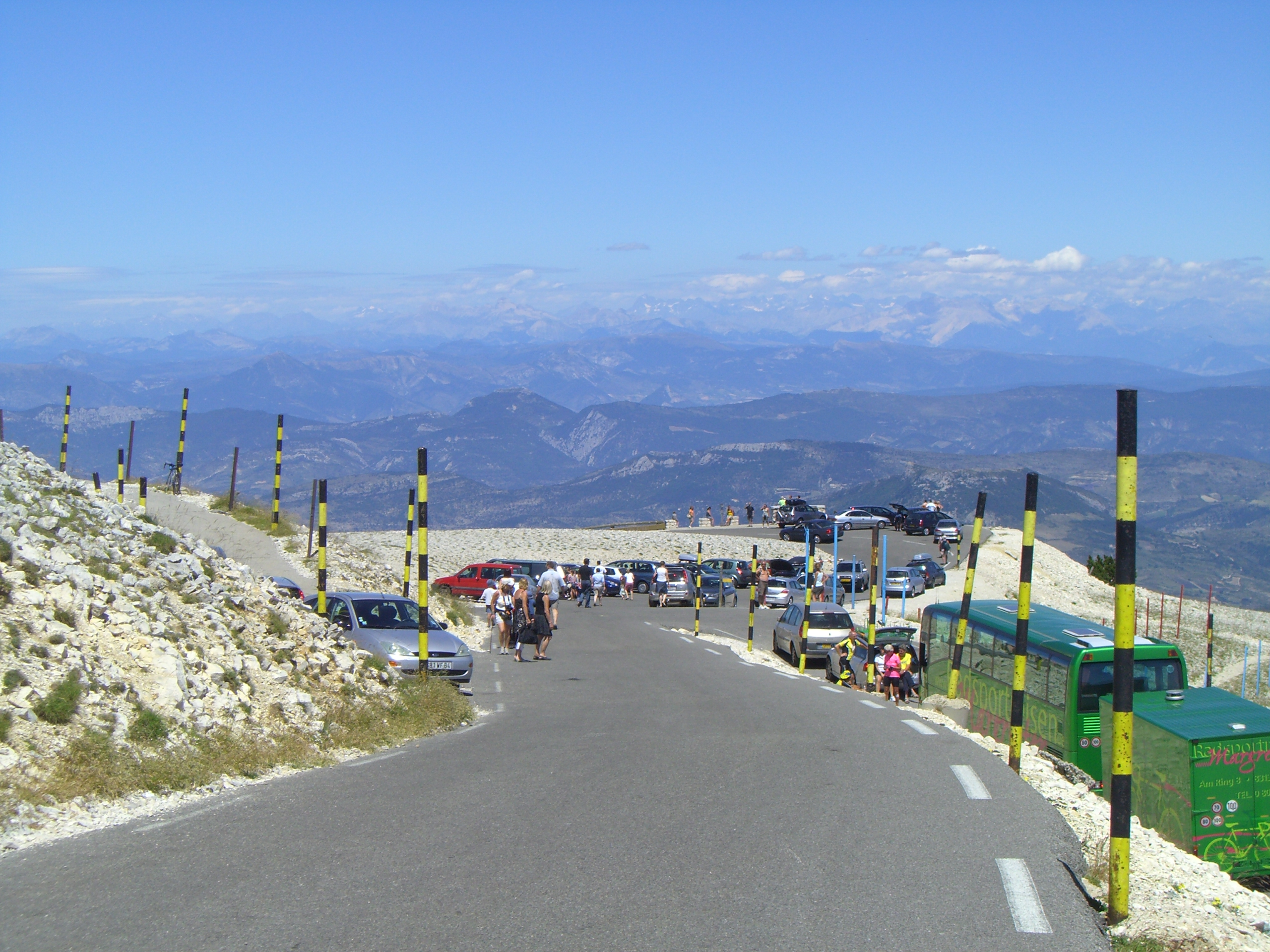 Support cars and tourists along Mont Ventoux