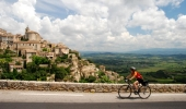 From the top of Ventoux to quiet roads in Luberon, Provence offers itineraries for riders of all levels