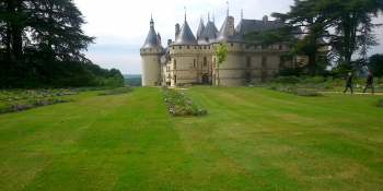 Bike over the beautiful Loire river and visit the Chateau de Chambord