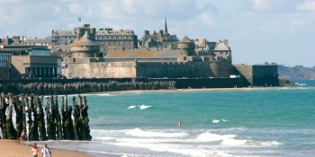 Discover the walled city of Saint Malo on the emerald coast