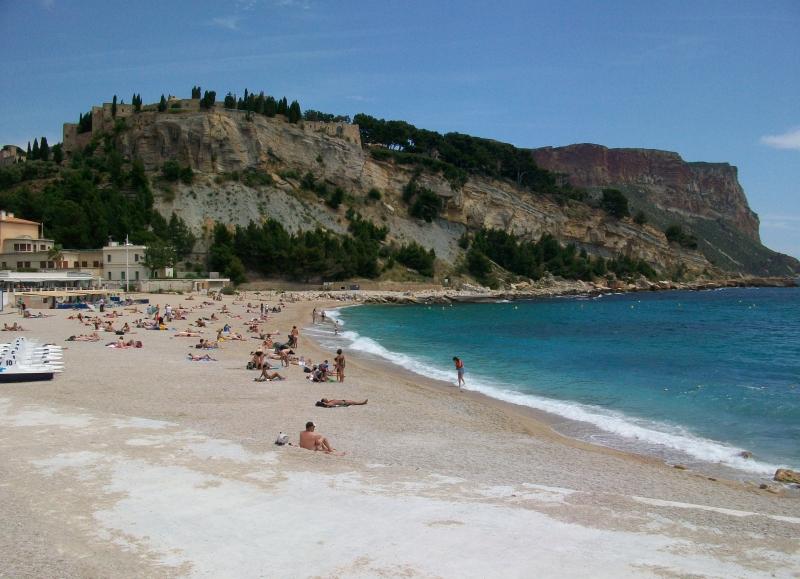 This cycling tour ends in the small coastal town of Cassis by the Mediterranean
