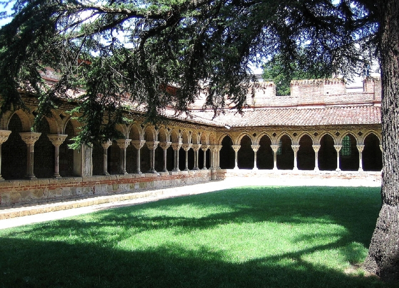 The cloister of the Saint-Pierre de Moissac Abbey is on your way along the Canal de Garonne