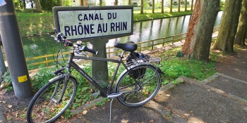 Ride your bike on a quiet itinerary along the Rhone au Rhin canal