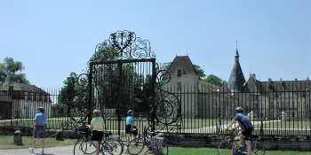 Cycle to the gates of the Chateau de Commarin in Côte d'Or