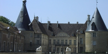 Cycling this tour, pass by the Chateau de Commarin in Côte d'Or
