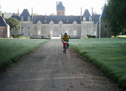 Ride at your own pace between Geneva and Lyon, on the traffic-free bike route: Via Rhona