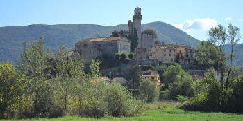The itinerary takes you to Tuscan countryside with its beautiful villages