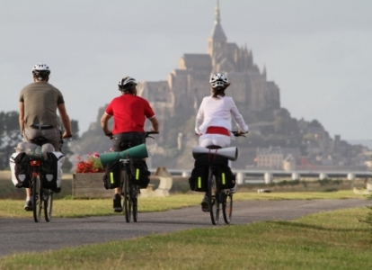 Cycle on quiet roads to the Mont Saint Michel
