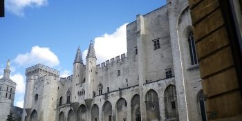 This cycling tour starts from Avignon and its magnificent Palace of the Popes