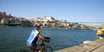 Cycling by the banks in Porto